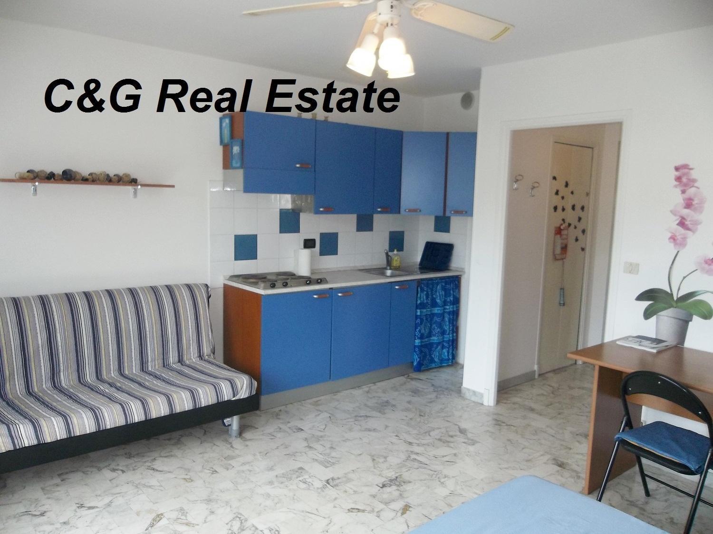 location meuble menton et environs appartements et villas a louer. Black Bedroom Furniture Sets. Home Design Ideas