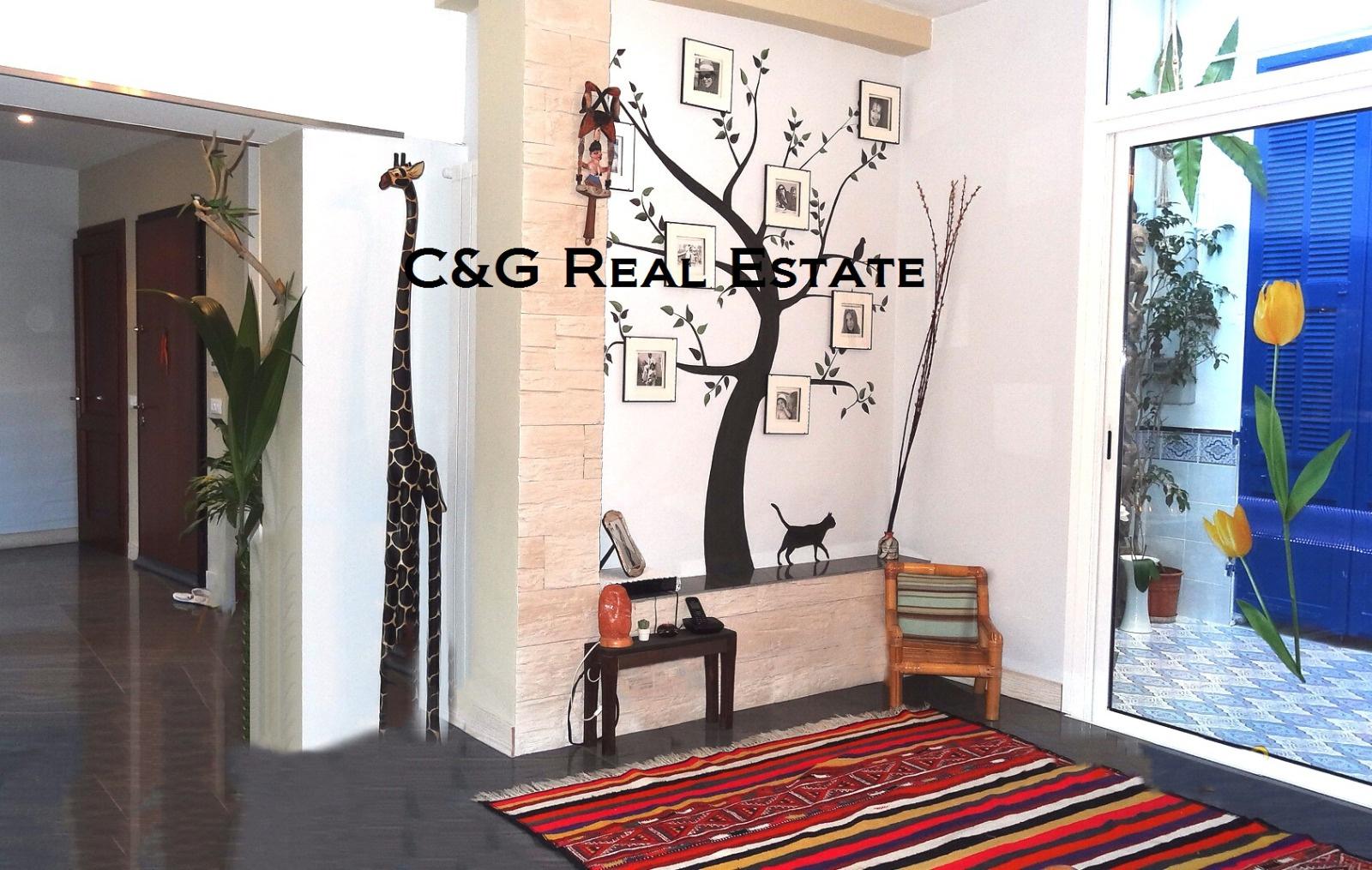 Vente menton quartier centenaire grand et atypique for Appartement atypique 66