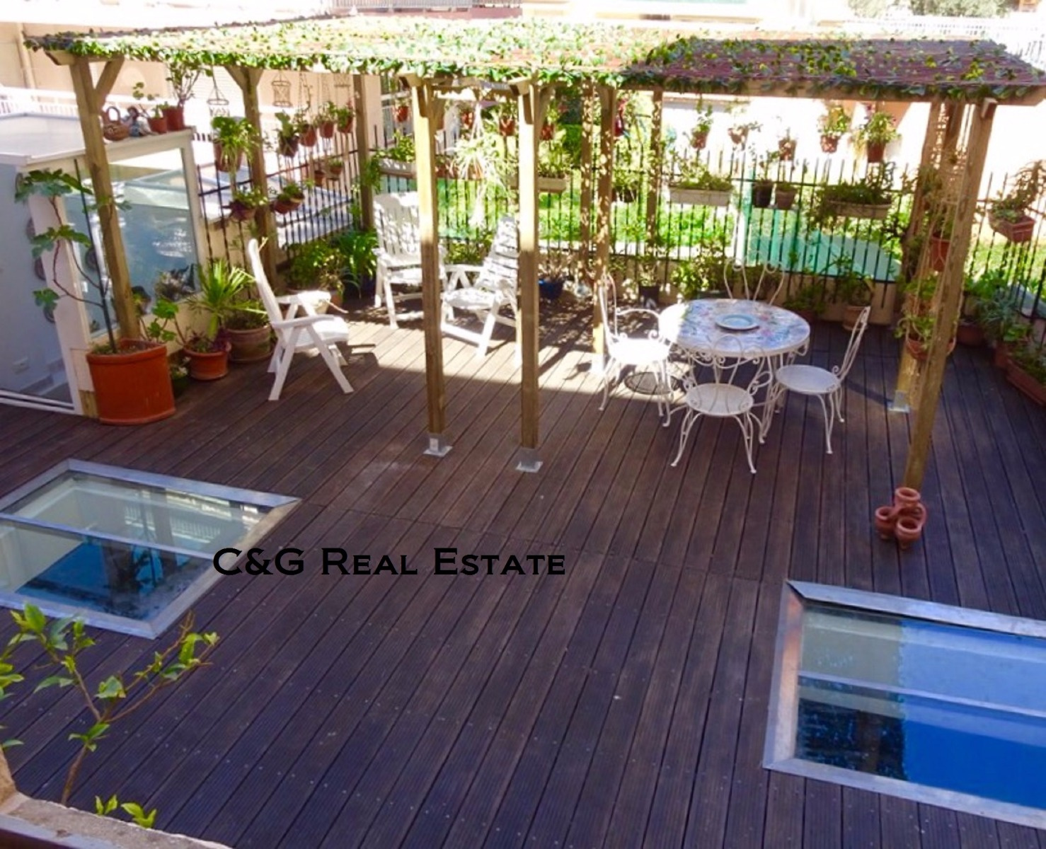 Vente menton quartier centenaire grand et atypique for Immobilier atypique nice